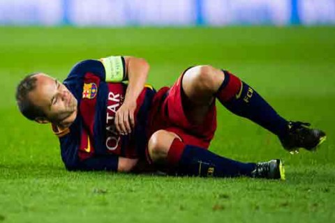 Tearful Iniesta out for 2-3 months after horrible injury