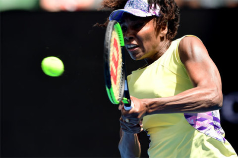 Tennis: Venus rolls back years to reach third round